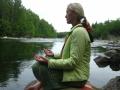 Медитировать на берегу реки так хорошо!