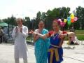 Артисты готовятся к исполнению индийских танцев