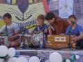 Первый музыкальный урок будущих исполнителей  Каввали! Ганя показывает, как играть на табле и дхолоке